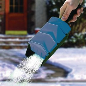 Hand salt spreader/scoop