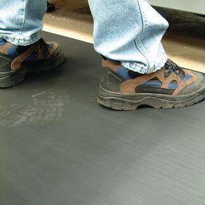 Fluted anti-slip rubber matting