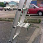 Ladder tread platform