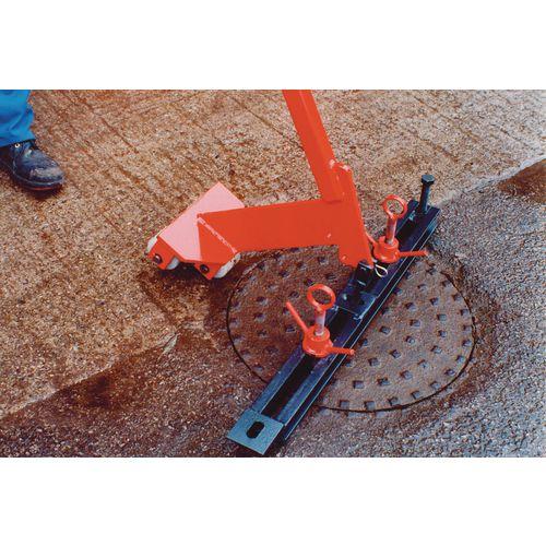 Manual manhole cover lifter, lightweight
