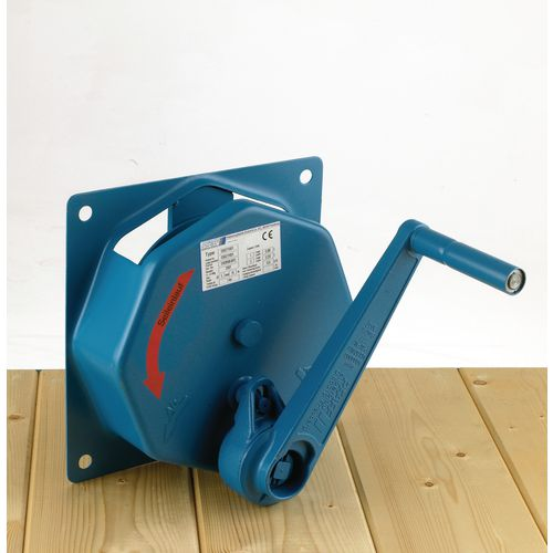 Spur gear wall winches