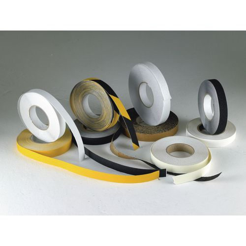 Coarse grit heavy-duty slip resistant tapes