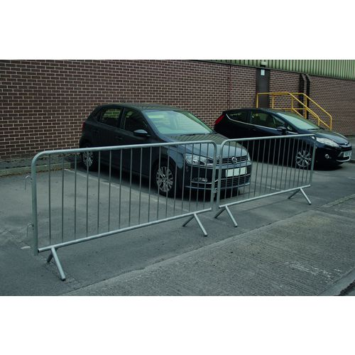 Fixed leg crowd control barriers