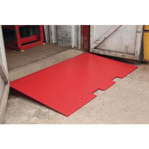 Ground level container access ramp