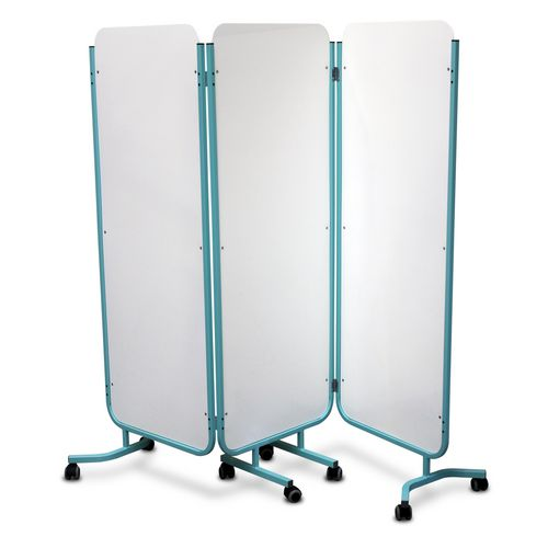 Folding solid screen