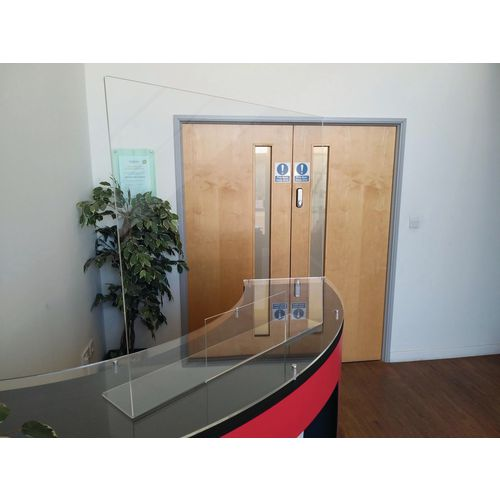 Free standing reception protection screen with hatch