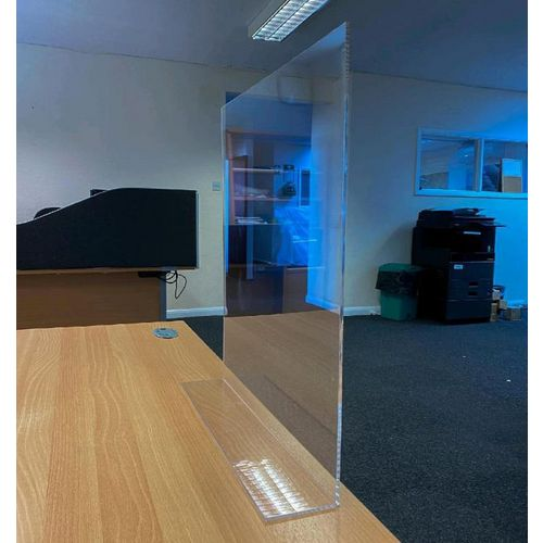Free standing reception protection screen