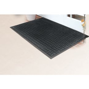 Recycled rubber outdoor entrance mat