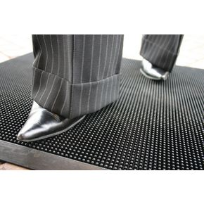 Rubber stud outdoor entrance matting
