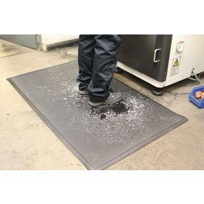 Heavy duy oil resistant foam matting