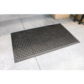 Heavy duty oil resistant matting