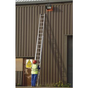 Aluminium box section ladders - Three section push-up