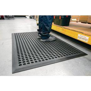 Nitrile rubber anti-fatigue mats